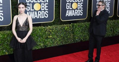 Joaquin Phoenix Ceased Walking The Golden Globes Red Carpet With Fiancee Rooney Mara So He Could Admire Her