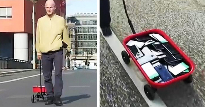 Guy Creates A 'Traffic Jam' On Google Maps By Dragging 99 Smartphones In A Cart