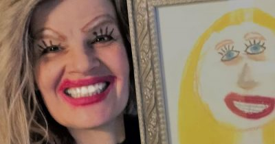 Mom Shares A Hilarious Selfie Posing Next To Daughter's Drawing