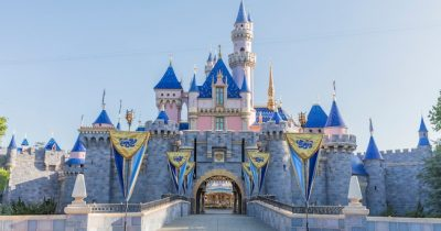 Disneyland and Disney World continues to remain closed down indefinitely.