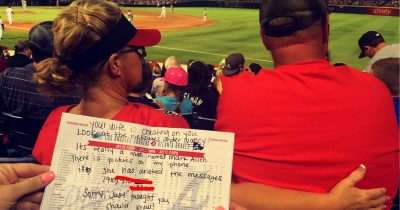 Sisters Noticed A Woman In Front Of Them Is Texting Another Man Told Husband Via A Note