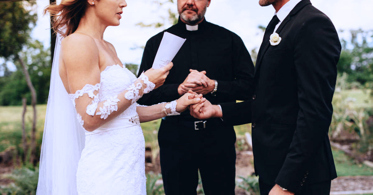 Bride Reads Fiancé's Cheating Texts Instead Of Wedding Vows