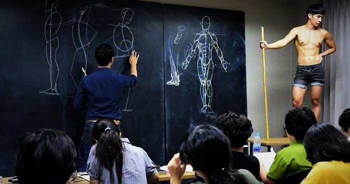 Thai Teacher's Incredible Way Of Teaching Anatomical Drawing is Going Viral